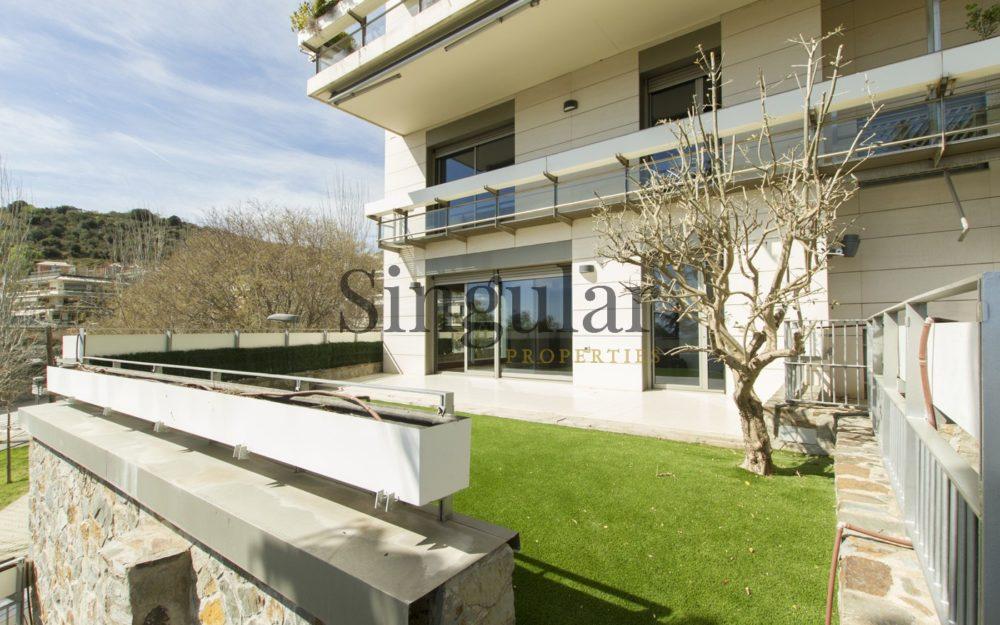 Triplex con jardín y piscina privada  en Bonanova