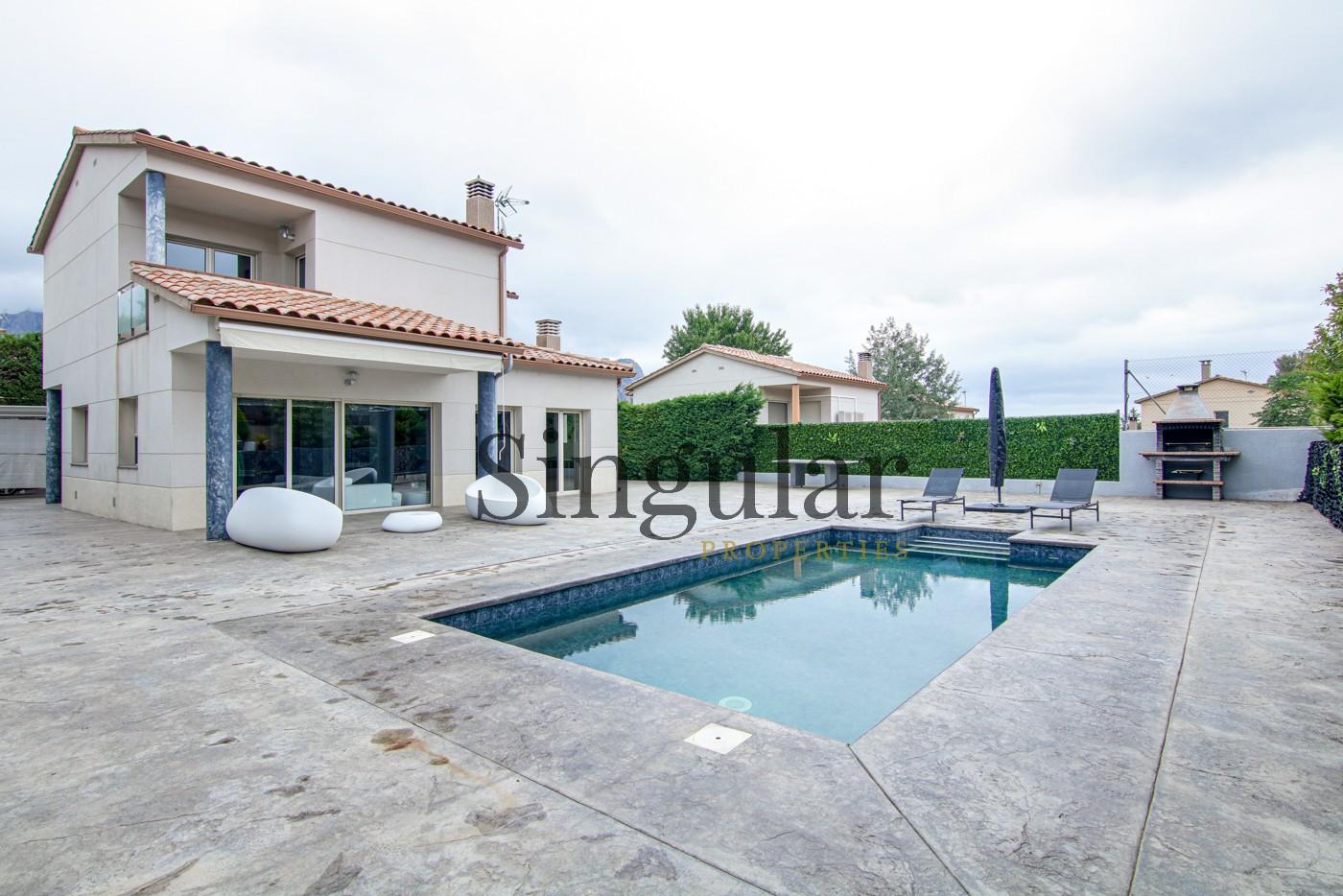 """<a href=""""https://singularproperties.es/es/listing/casa-cuatro-vientos-piscina/"""" target="""""""">Casa a cuatro vientos con piscina</a>"""