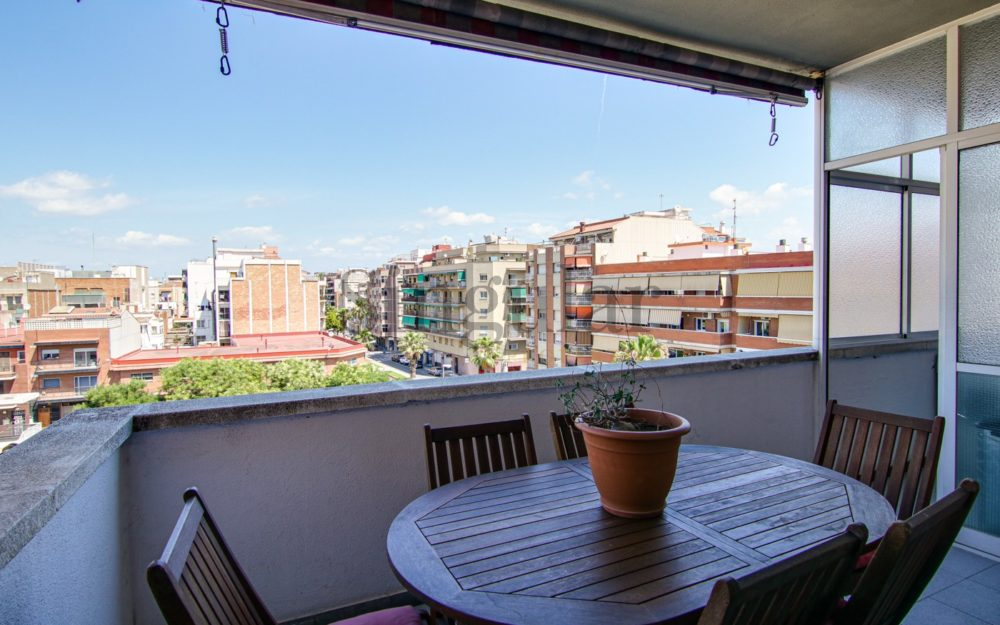 Gran vivienda con terraza privativa