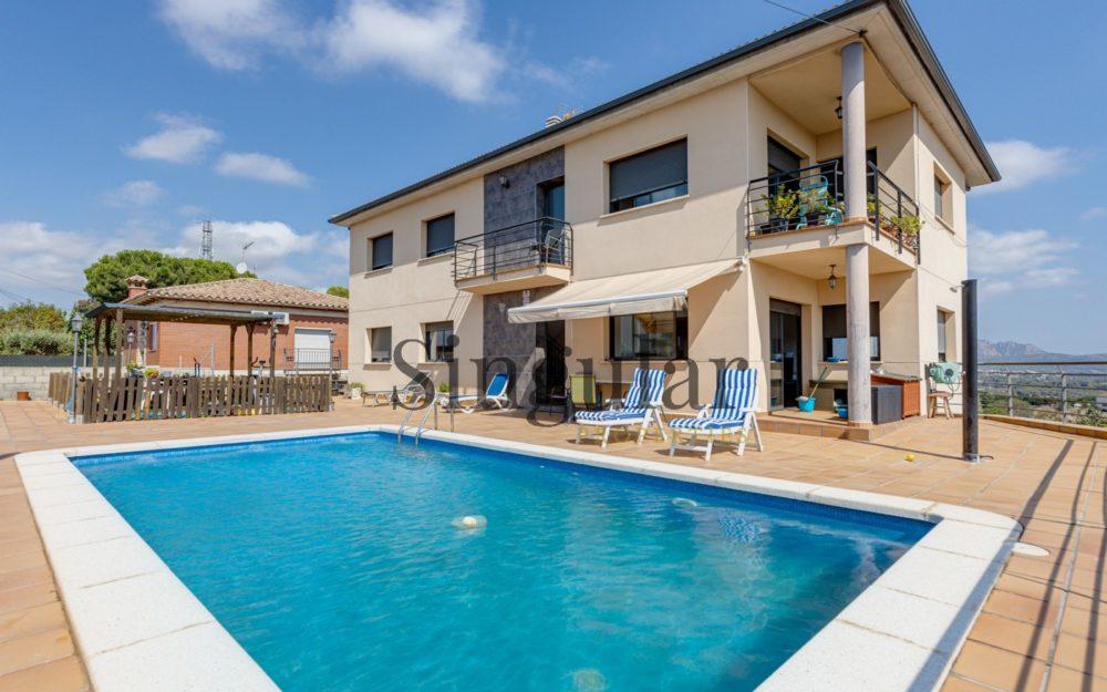 Casa de dos viviendas luminosa, vistas y piscina