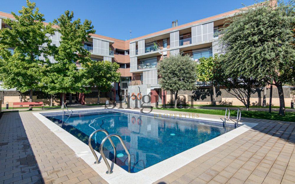 Espectacular piso luminoso con terrazas y piscina